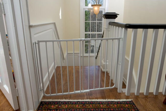 8 Best Baby Gate For Top Of Stairs With Banister - 2020 ...
